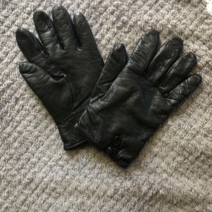 Black lamb skin and cashmere gloves